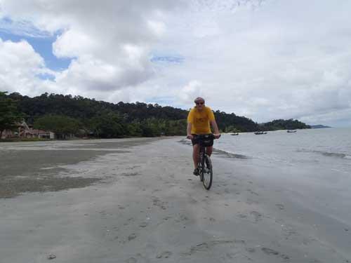 Teluk Senangin Beach